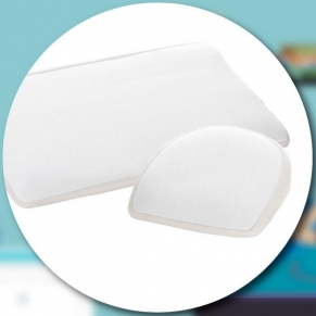AirCuddle BREEZE MED антирефлуксна възглавница за кошара с непромокаем протектор - 59/39 см